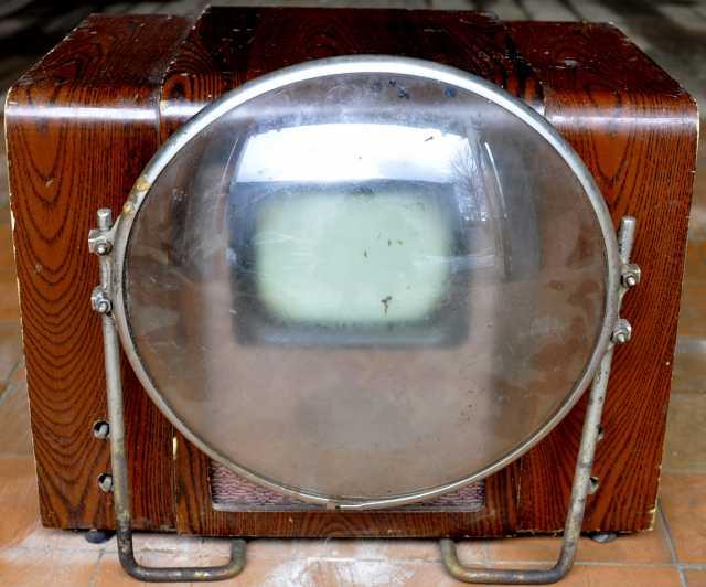 Продам телевизор КВН-49 с линзой