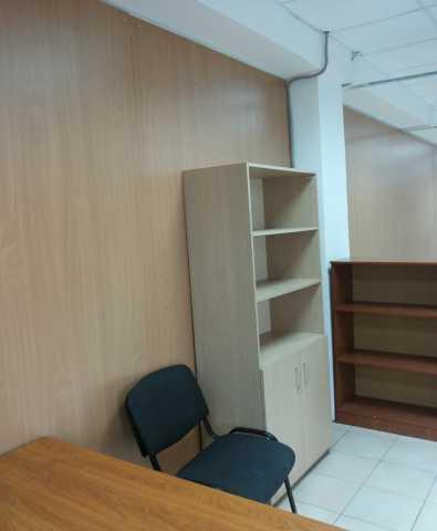 Продам: шкафы, столы б/у