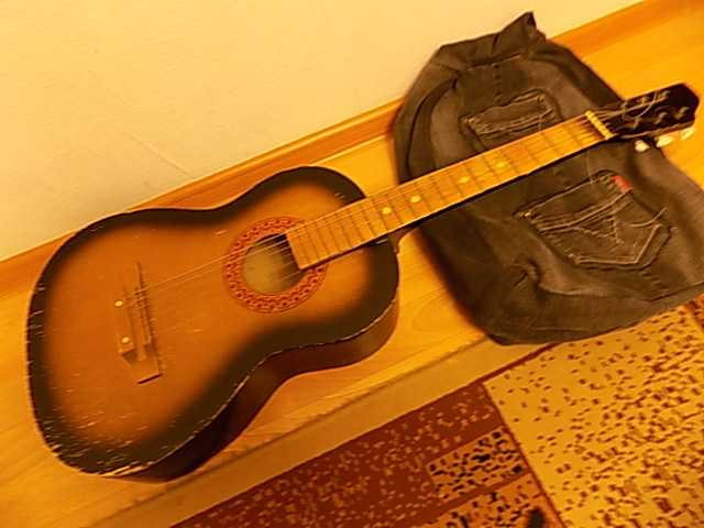 Продам шестиструнную гитару
