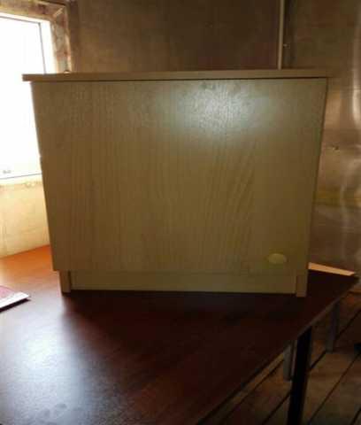 Продам Столы и тумбы с бесплатной доставкой