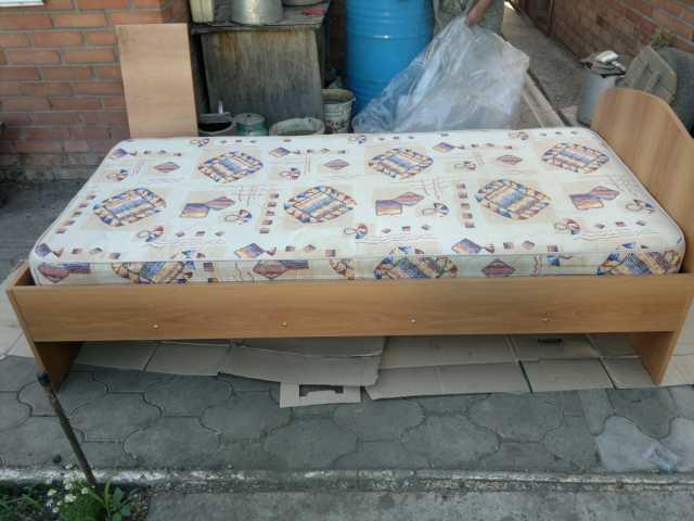 Продам кровать односпальная с матрасом новая