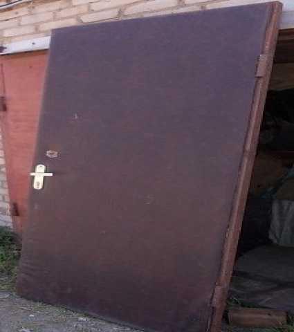 Продам Дверь метал.