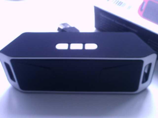 Продам портативная колонка Bluetooth с радио