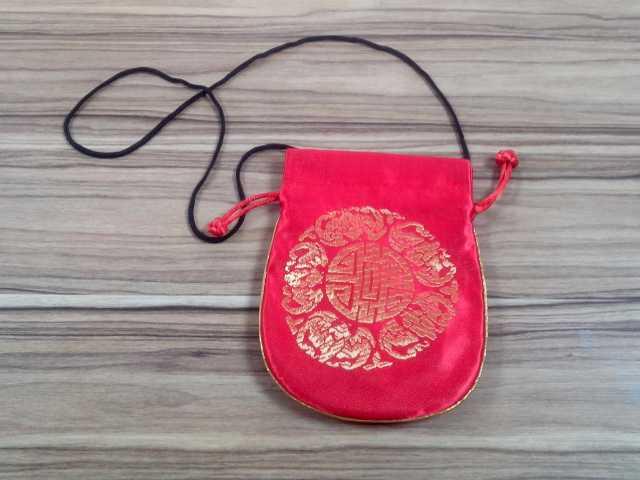 Продам Красная сумочка для мобильного телефона