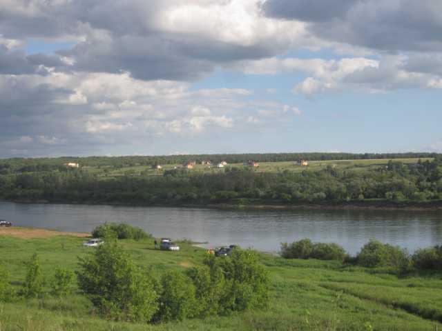 Продам: Живописный участок на берегу реки Ока
