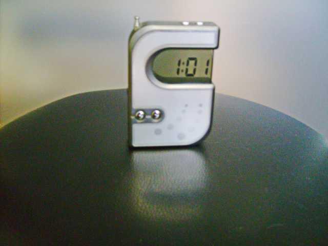 Продам Оригинальные часы с FM приемником.