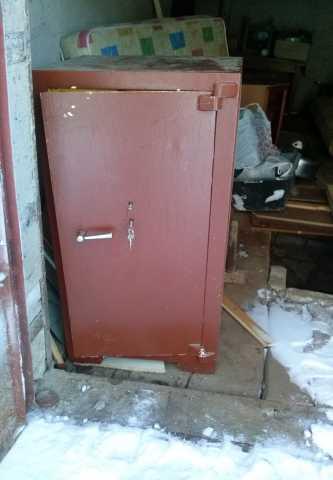 Продам большой сейф