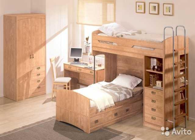 Продам Детская двухярусн.кровать+2 стола+полка