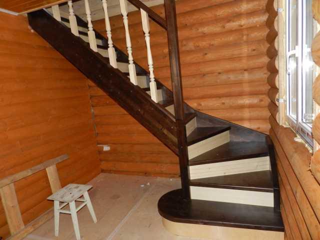 Деревянные лестницы на второй этаж своими руками с поворотом на 90 цены 21