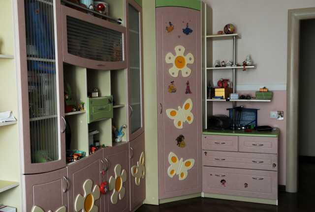 Продам Комплект мебели в детскую