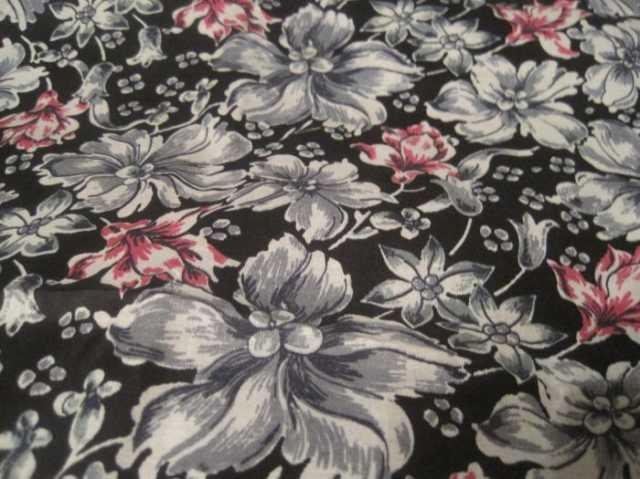 Продам: Отрез ткани с розами на коричневом фоне