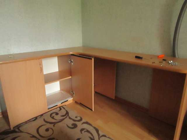 Продам Угловой письменный стол