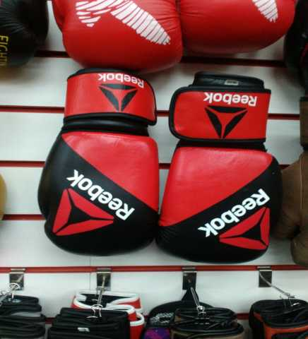 Продам: Боксерские перчатки Reebok