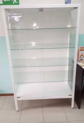 Продам Медицинский шкаф стеклянный.