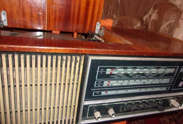 Продам радиолу ретро