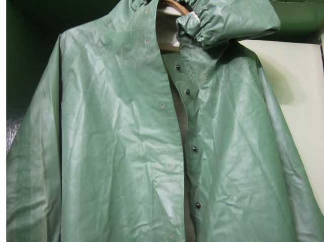 Продам прорезиненный непромокаемый плащ
