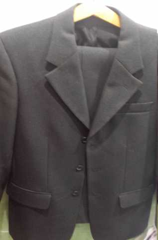 Продам Однотонный мужской костюм тёмного тона