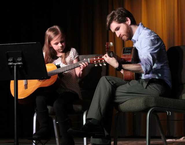 Вакансия: Педагог по гитаре