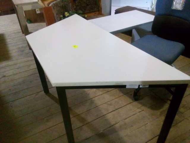 Продам: офисные столы