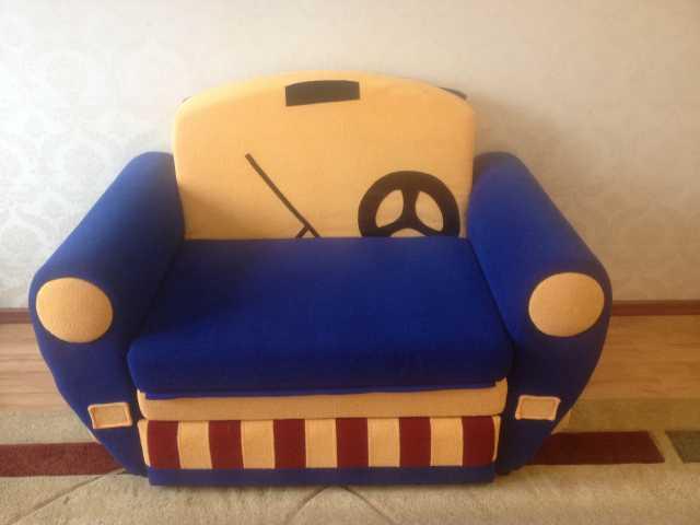 Продам: Детский диван-машинка