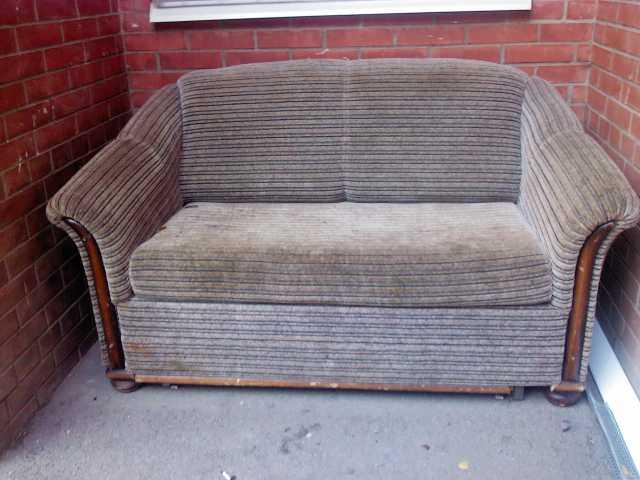 Отдам даром диванчик выкатной бу