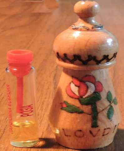 Продам Розовое масло в деревянном флаконе. 1975