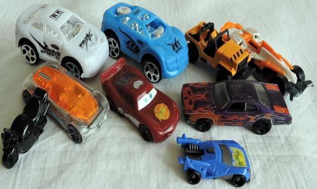 Продам Машинки маленькие разные. 9шт.