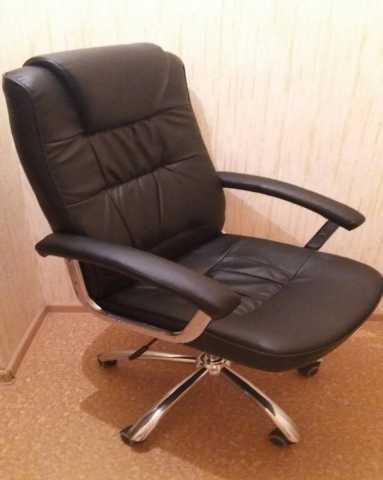 Продам Кожаное кресло директора Выкуплю