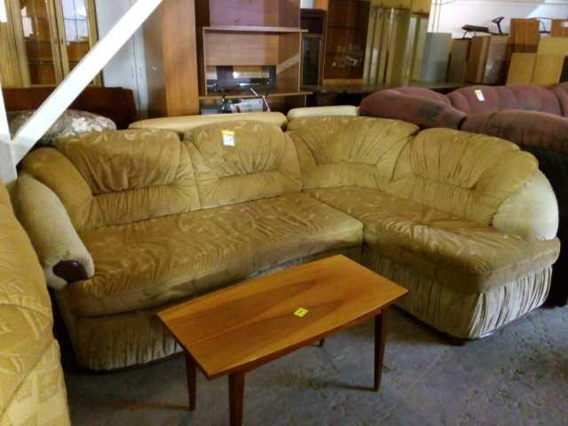Продам: угловой диван и столик