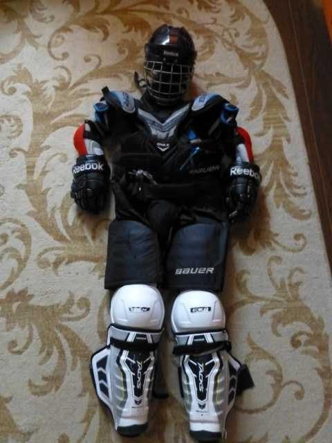 Продам Хоккейная форма для подростка 14-15 лет