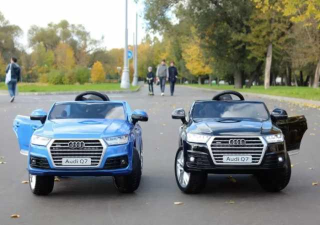 Продам Детский электромобиль Audi Q7 разные цве