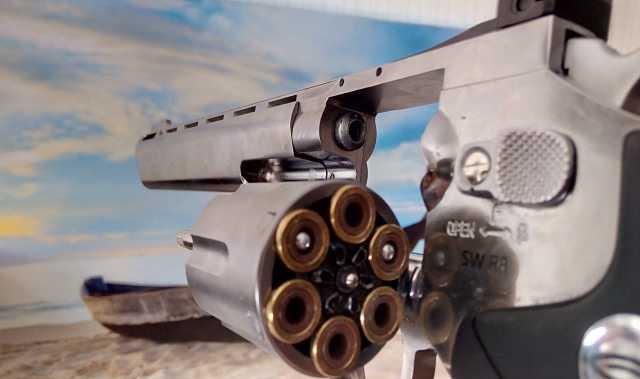Продам Револьвер gletcher SW R8