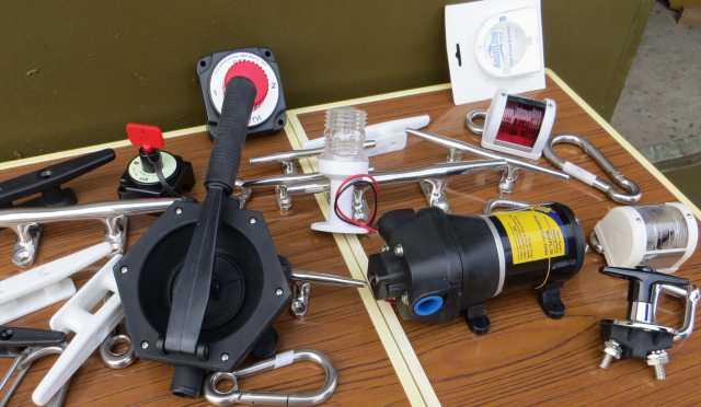 Продам лодочный водяной насос электрический