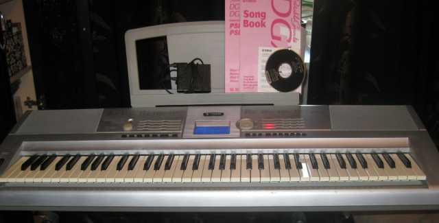 """Продам Синтезатор Portable Grand """"Yamaha"""" DGX-2"""