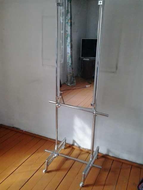 Продам зеркало на колесиках