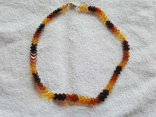 Продам 3-х цветные бусы из балтийского янтаря