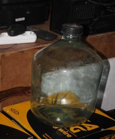 Продам бутыль стеклянная