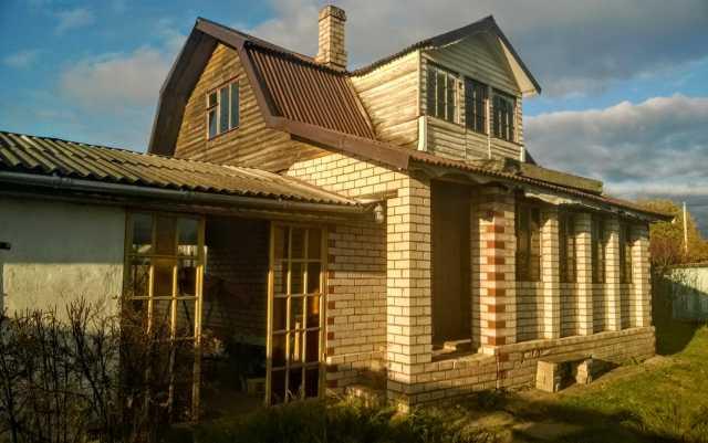 Продам: Кирпичная дача у Псковского озера