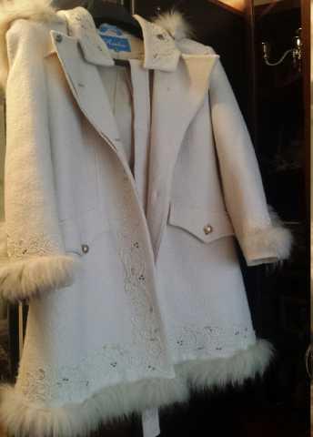 Продам: Новое шерстяное белое пальто с капюшоном