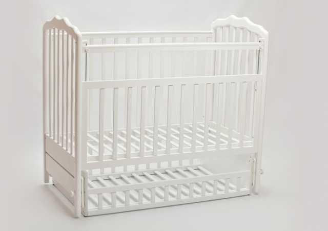 Продам Новую кроватку (натур.бук)