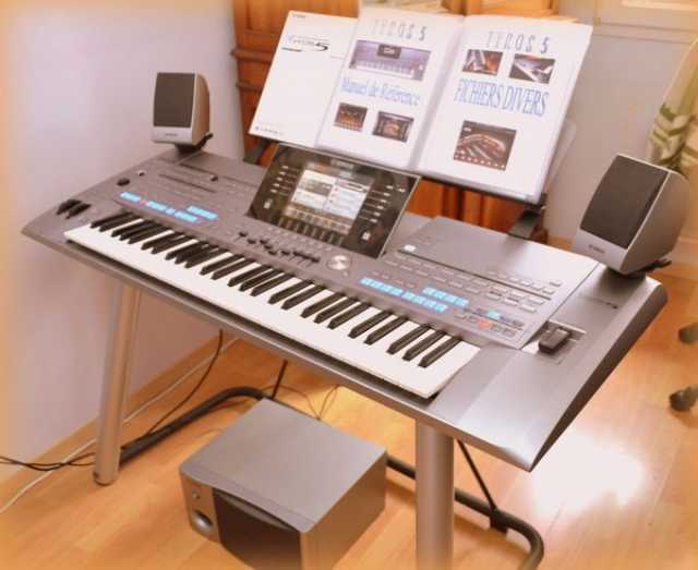 Продам Yamaha Tyros 5-61 - Workstation