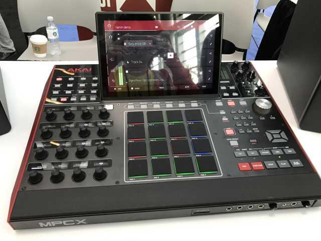Продам Akai Professional MPC X