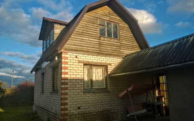 Продам: Кирпичная дача с баней у озера
