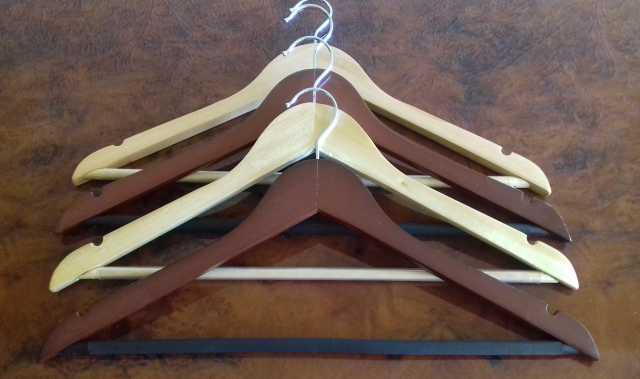 Продам Новые деревянные вешалки