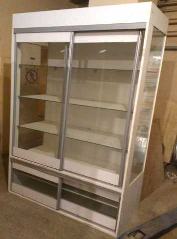 Продам Торговая витрина / стеллаж (двери купе)