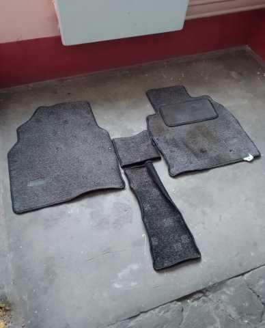 Продам Коврики передние текстильные