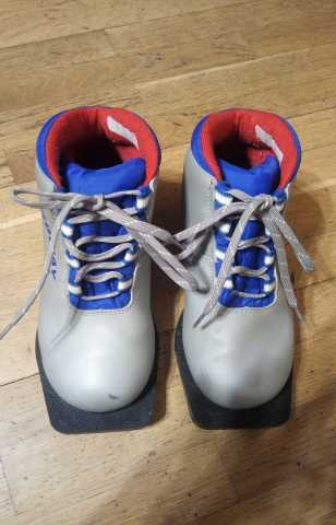 Продам Ботинки для беговых лыж р. 35
