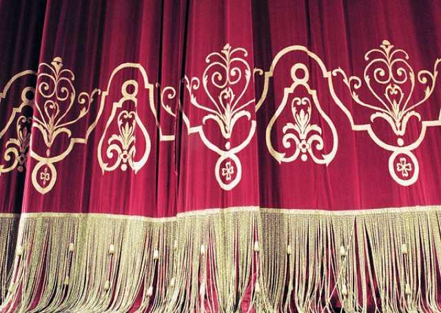 Продам: театральные шторы