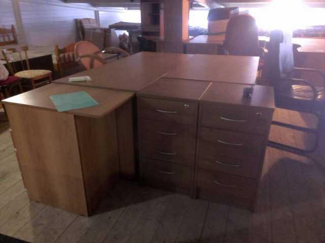 Продам столы и тумбы
