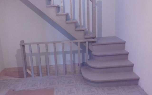 Продам: Местное изготовление лестниц из дерева и